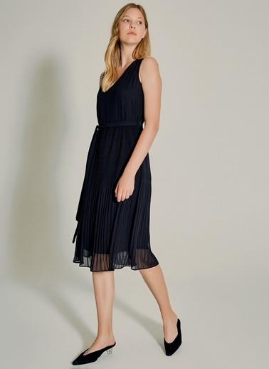 NGSTYLE Pilise Detaylı Elbise Siyah